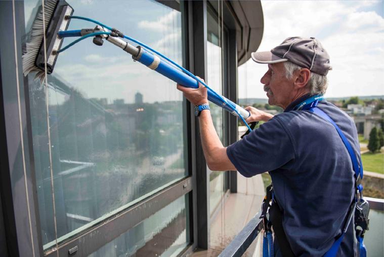 Gebäudeservice NRW reinigt auch da wo andere nicht hinkommen