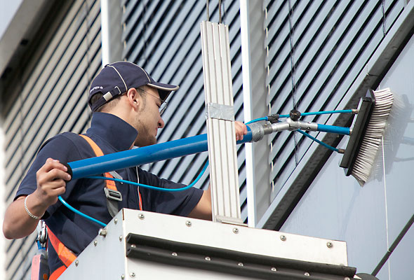 Vollmergruppe Cleaning: Fassadenreinigung, Glasreinigung und Rahmenreinigung.